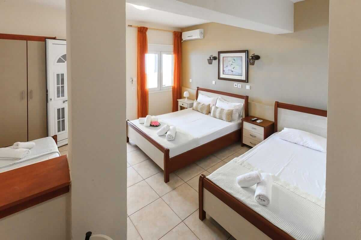 The rooms in Athena that can host up to 4 guests, ideal for families with the couple and 2 children