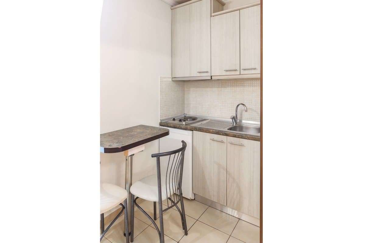 The kitchen and the table in the Dias apartment