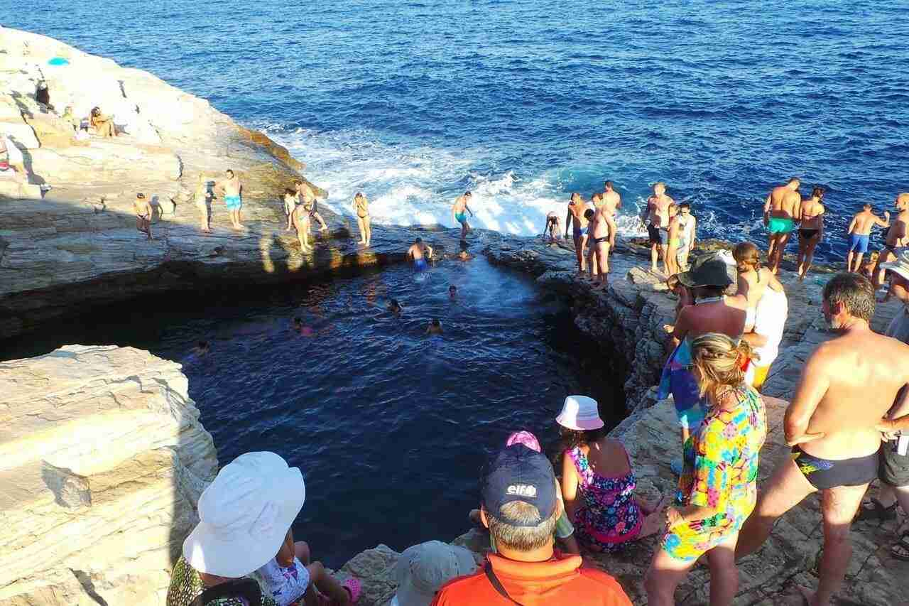 This is Giola, the natural pool of Thassos. This is a very popular destination.
